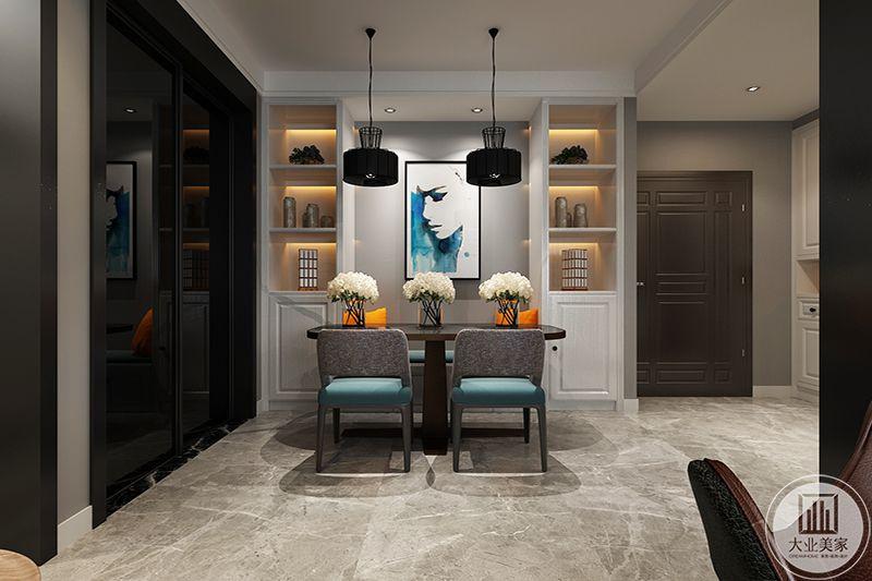 人像挂画点染餐厅风格,烘托空间格调,对称圆环吊灯,平衡色彩明暗,深灰色布艺餐椅,不失高贵典雅。