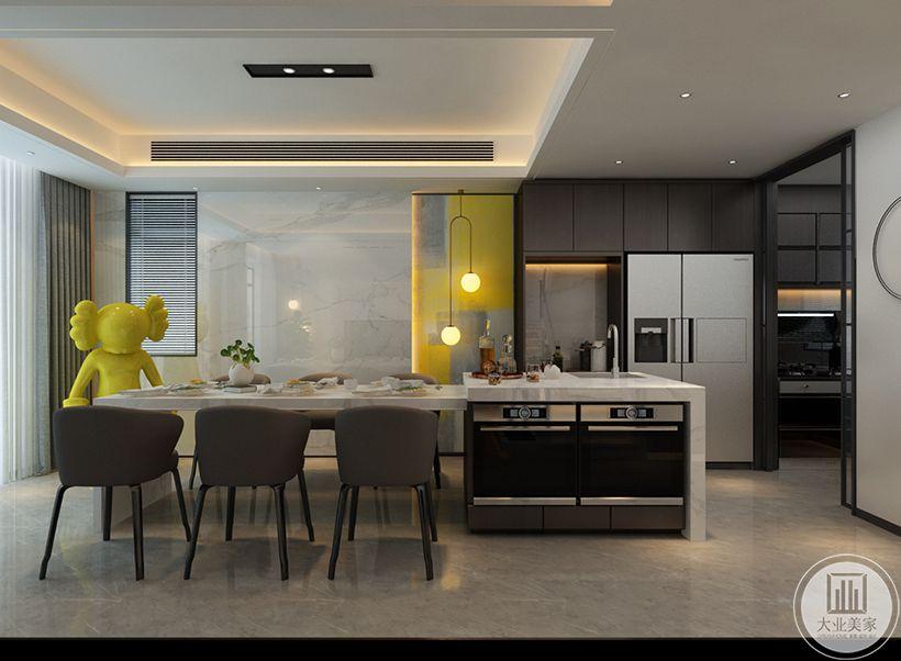 餐厅在洁净的空间基础,布置雅白大理石台面的餐桌连接大理石岛台,内嵌蒸箱烤箱,合理利用柜体空间,布置布艺坐垫的餐椅,让做饭的空间显得格外的优雅自然。