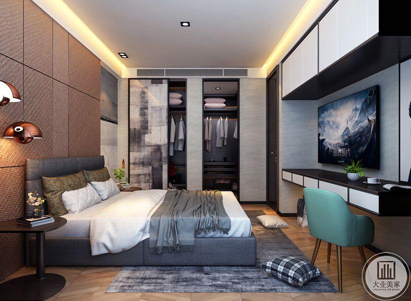 床尾的吊柜增加储物空间,一整排书桌提供充足的学习空间