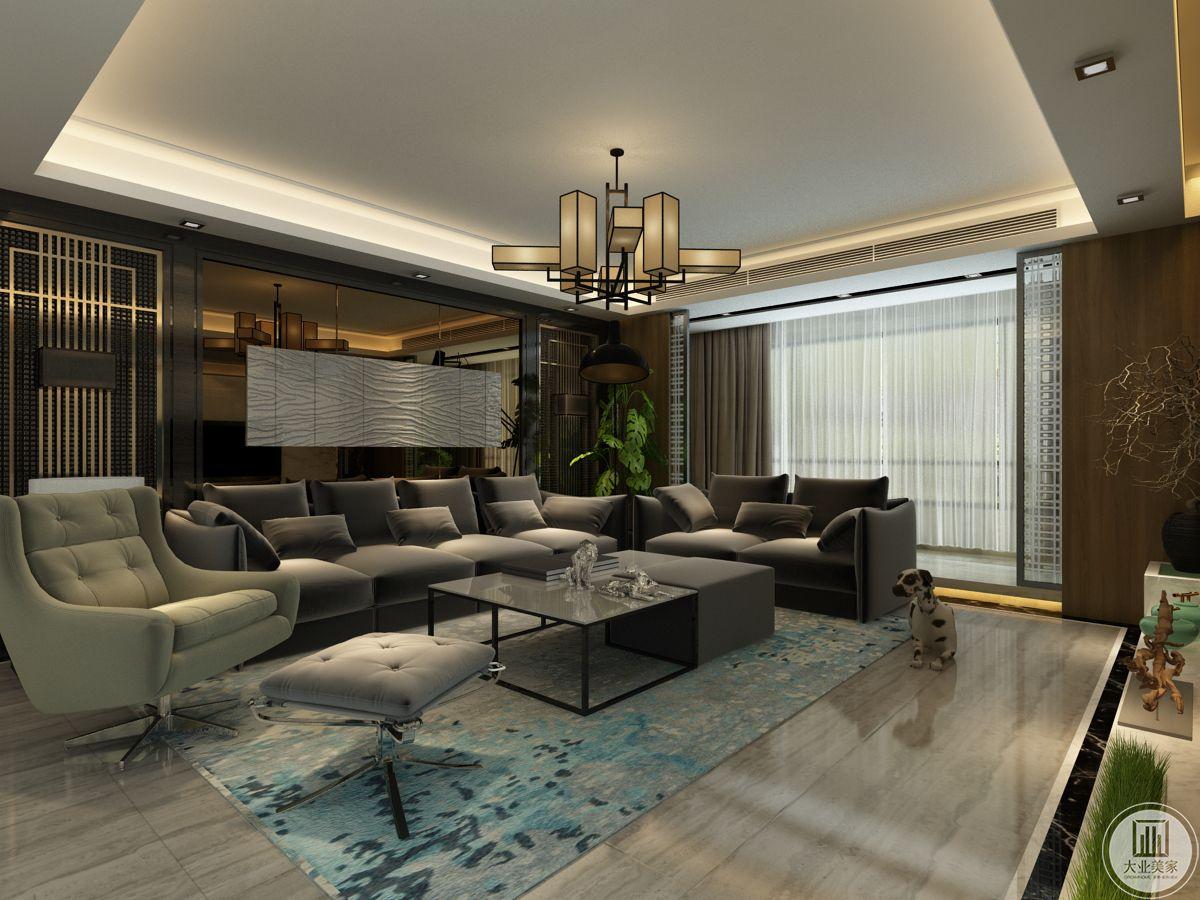 客厅,极简的幕布打开,暗涌的情绪开始上演。茶色镜面的墙面材质构筑出高级的雾面感,配合地面大面积深色应用,让空间在低调沉稳中韵味深长。为了避免空间对人的约束,沙发选用了活动靠背的样式,期许通过灵活的使用方式让居者获得身心的自在与愉悦。
