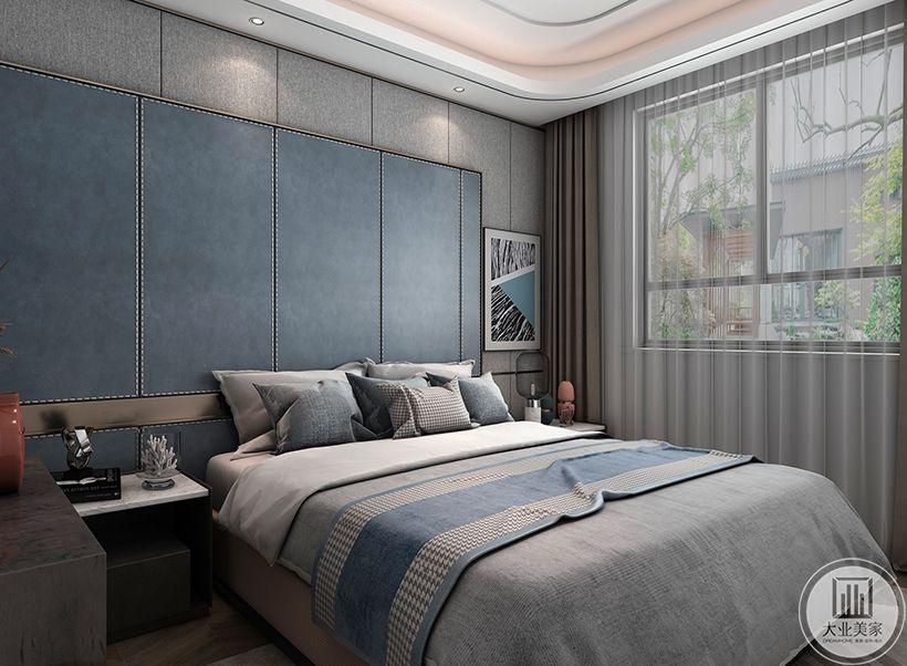 次卧墙面采用灰色墙布和木栅栏造型