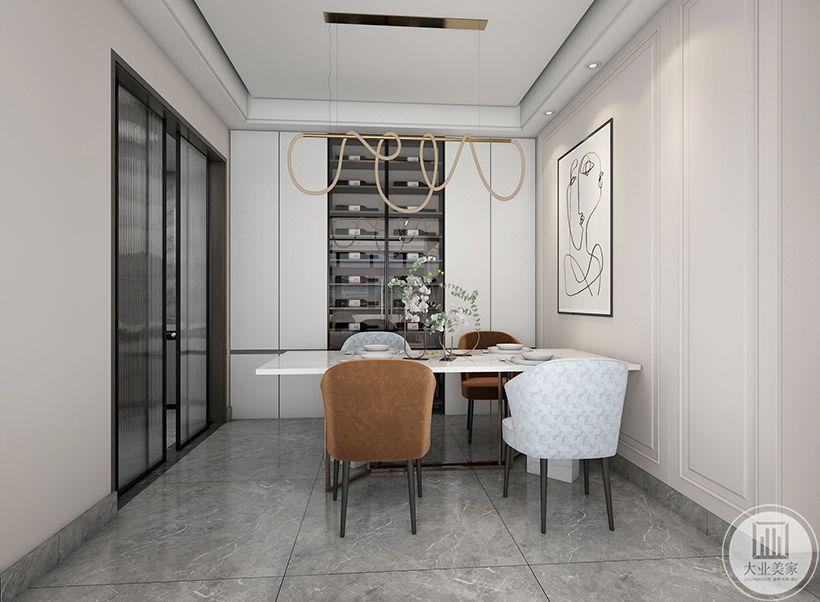 厨房半开放式,做了餐边柜,且墙面采用简约石膏线条造型