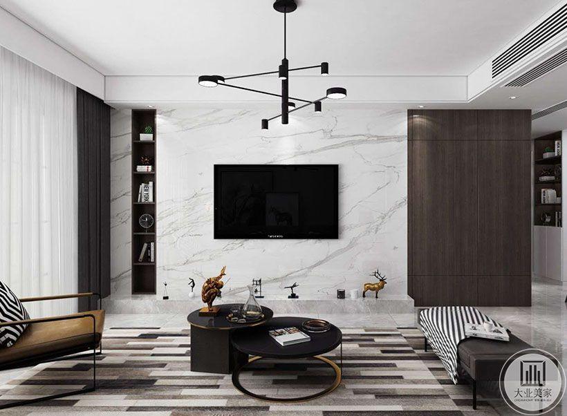 3.电视背景墙石材的坚硬与胡桃木质的温度相得映彰,避免了空间的单薄