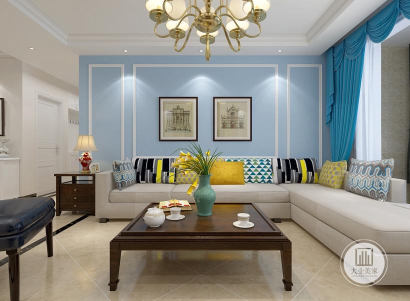 客厅沙发墙采用蓝色涂料,搭配白色石膏线,沙发采用浅色布艺沙发,搭配深色红木茶几。