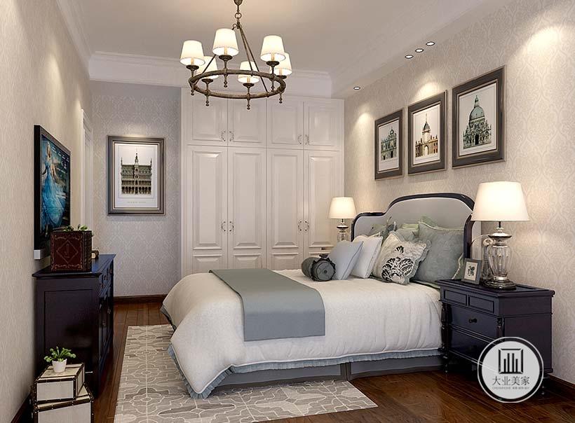 床头背景墙采用浅黄色壁纸,墙面悬挂现代装饰画,床头柜和电视柜都采用黑檀木材料。
