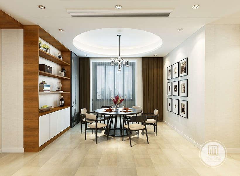 餐厅餐桌餐椅采用黑檀木材料,一侧的墙面铺贴浅黄色壁纸,墙面采用九宫格的排列方法悬挂装饰画。