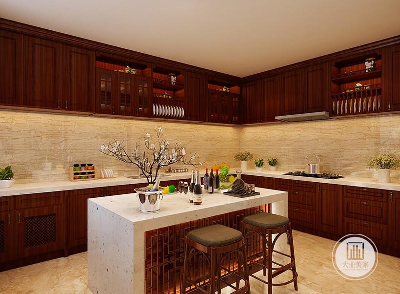 厨房装修效果图:厨房采用开放式设计,墙面使用浅黄色壁纸。