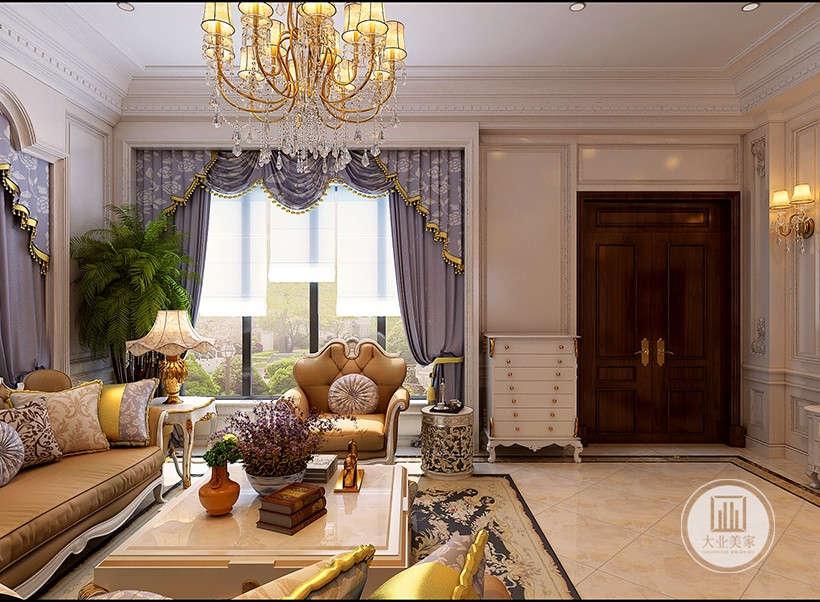 布艺和墙体装饰精雕细琢,镶花刻金,弃了过于复杂的肌理和装饰,简化了线条,呈现欧式华贵的同时又不会让人觉得拥挤繁杂。