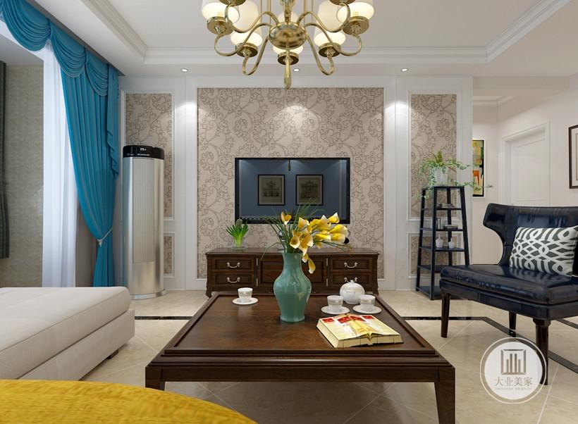 客厅影视墙采用浅黄色花纹壁布,电视柜采用红木材料。