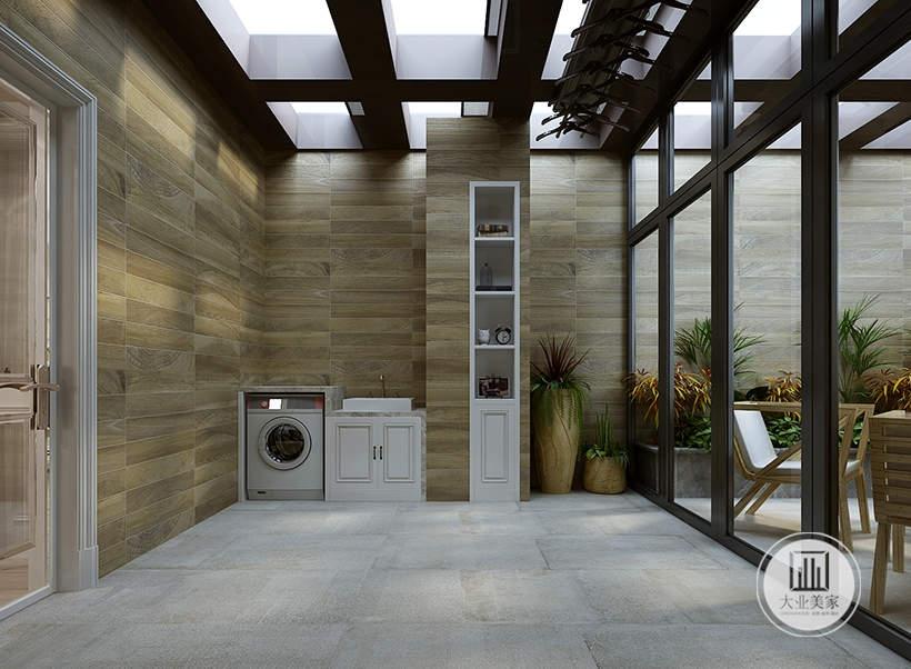 阳台墙面铺设浅黄色木纹砖,地面铺设灰色花纹砖,内外空间采用黑框玻璃装饰。