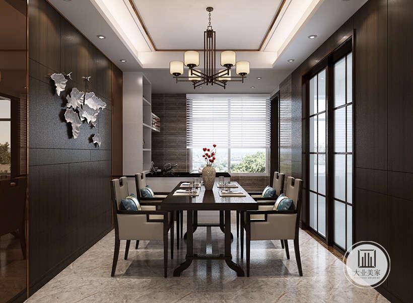 天然元素的运用是设计师对新中式风格的把控,木质元素装点的玻璃移门,使用方便,开合间营造禅式韵味。