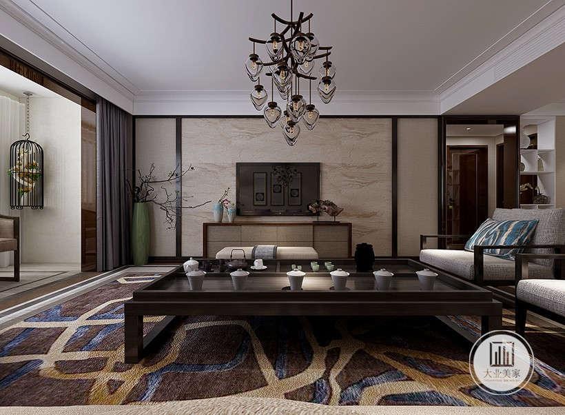 镂空心形吊灯,造型典雅别致,复古木质电视墙,质感厚重典雅,错落枝桠工艺装饰,展现浓浓中华文化底蕴。