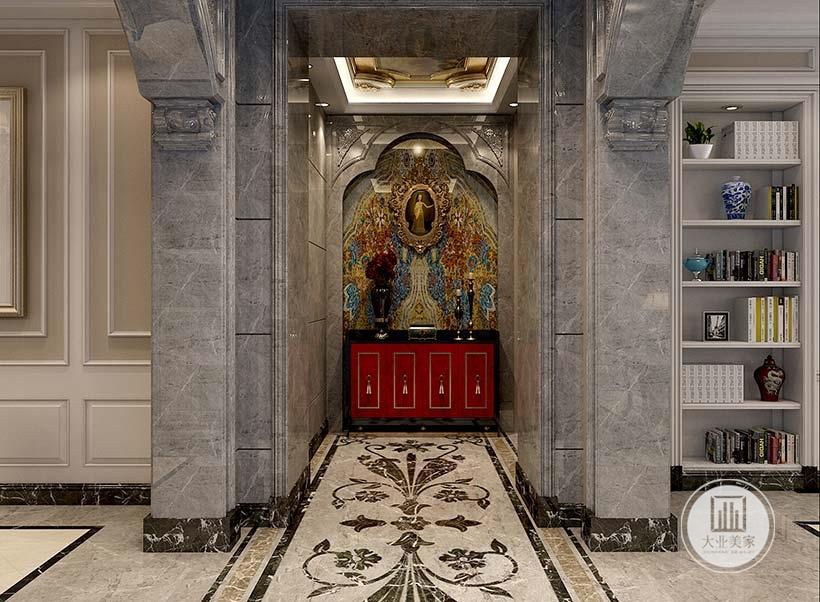 入户玄关采用大理石外框,搭配欧式壁画装饰。