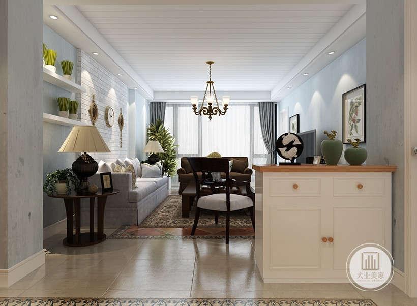 设计的重点是强调优雅的装饰和舒适的设计,并且将古典风范与主人的独特风格和现代精神结合起来,使古典家具呈现出多姿多彩的面貌,成为新古典风格的主要特色。