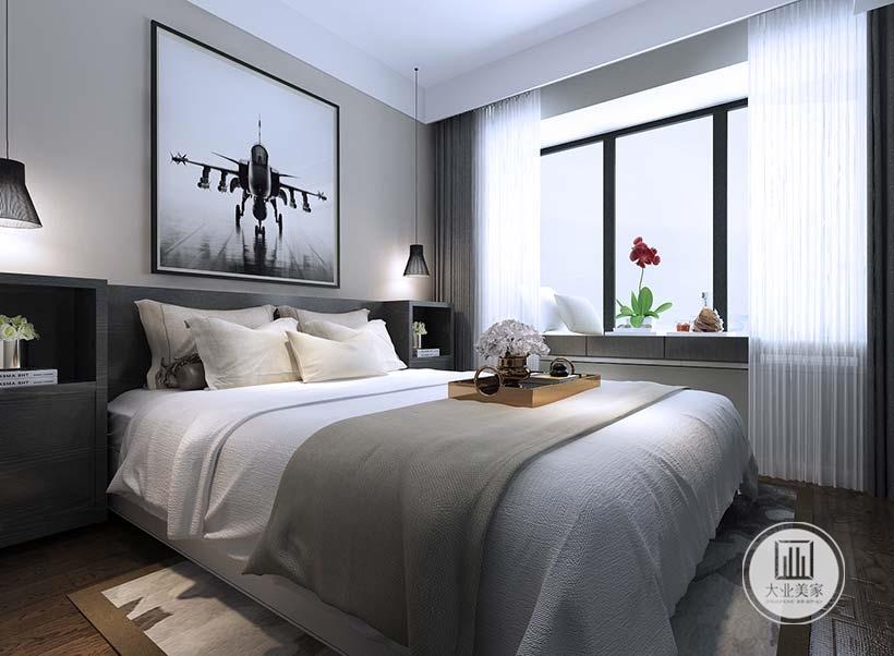 卧室床头背景墙不做任何颜色装饰,墙面采用战斗机的正面照作为装饰画。