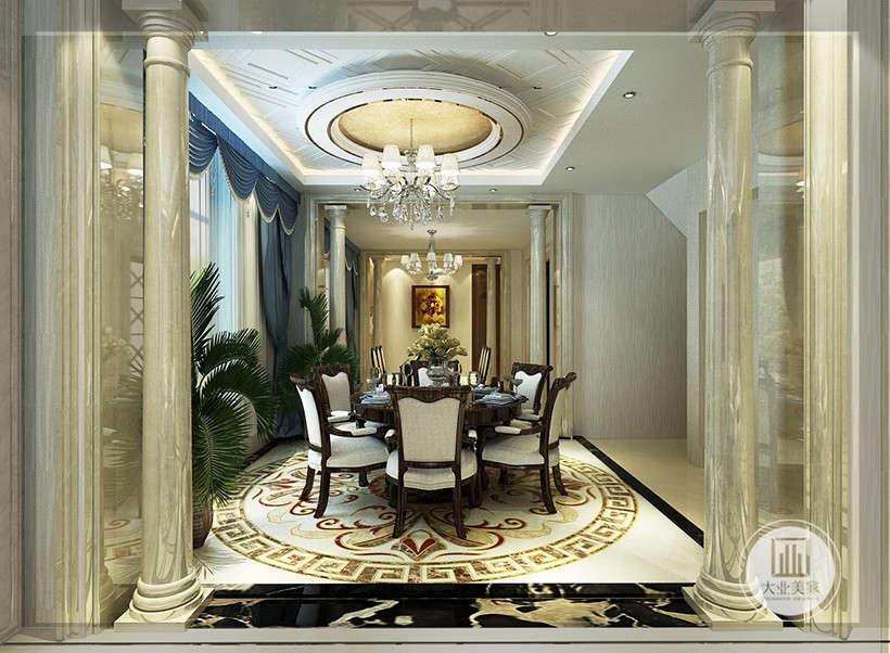 吊灯外形线条柔和,造型朴拙,传统欧式柱子,奢华大气,营造典雅、自然、高贵的气质。