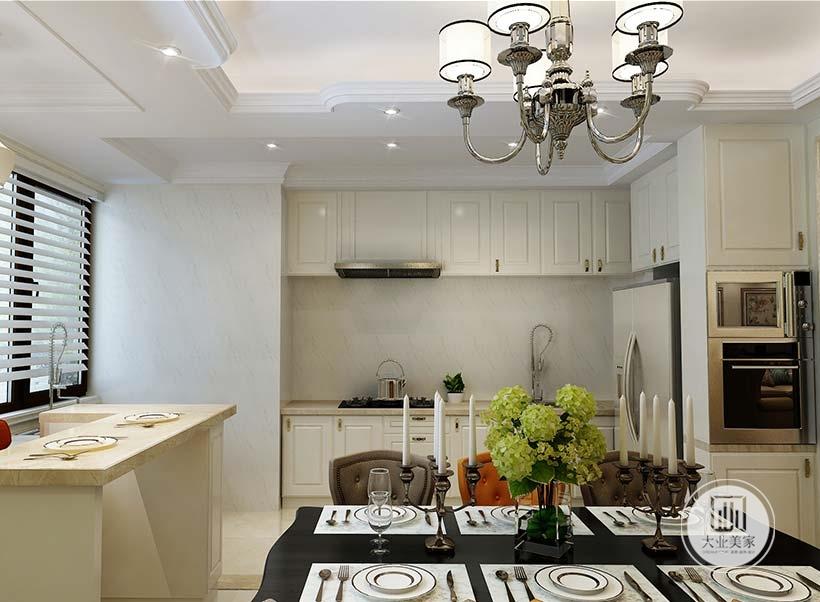 厨房墙面铺贴浅灰色墙纸,靠窗的一侧做一个吧台,台面使用大理石材料。