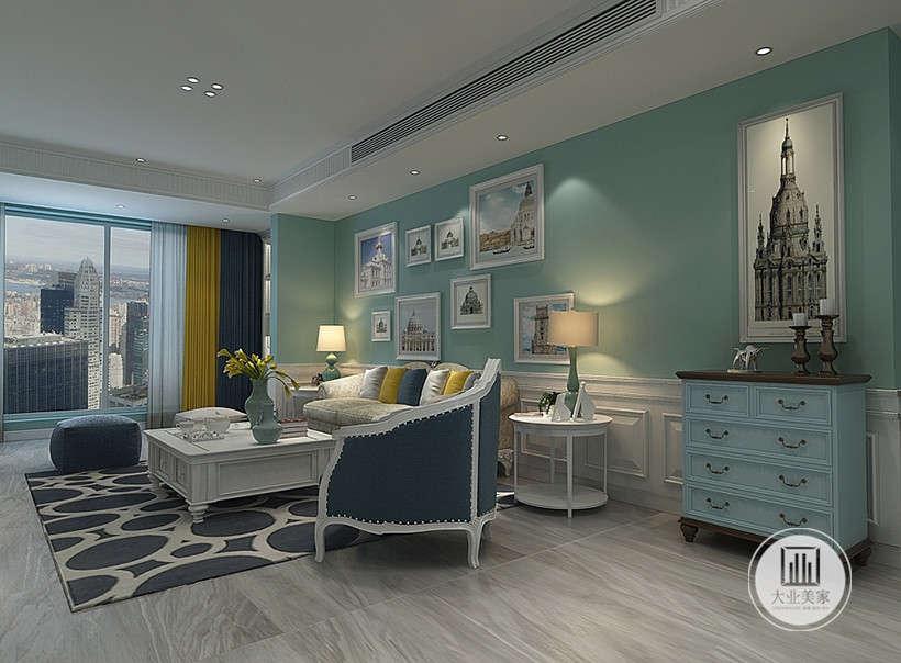 客厅沙发墙采用浅绿色漆,墙上采用多幅欧式装饰画装饰,沙发茶几都采用白色实木,地面铺设木浅色地板,搭配深蓝色地毯。
