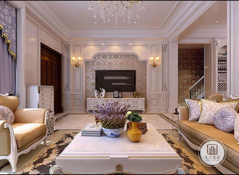 古典城堡风格电视墙,两边安装别致的饰灯,烘托浪漫的家居氛围,金色花纹壁纸,慵懒高贵,电视柜和电视黑白结合,丝毫不显突兀。