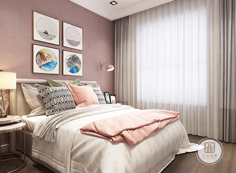 客卧从床头背景墙采用粉色壁纸,床的两侧采用现代风格床头柜。