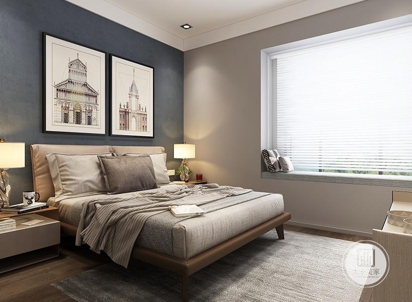 次卧室床头背景墙采用深蓝色壁纸,墙面挂欧式建筑画装饰,床的两侧采用实木床头柜。