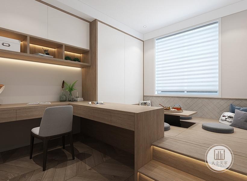 书房靠窗的一侧采用可升降式榻榻米,搭配L型实木书桌,可作为隔断又能做为书桌使用。