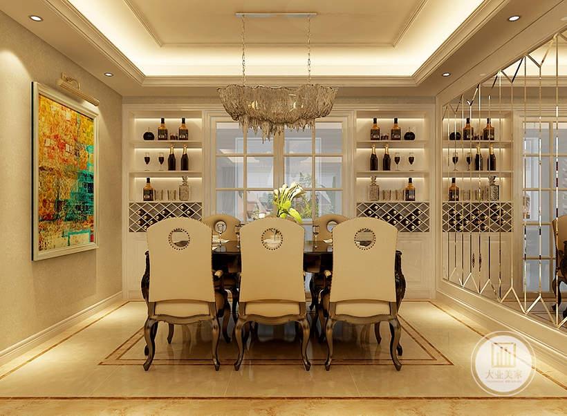 餐厅餐桌采用黑檀木材料,餐椅采用欧式风格,一侧的墙面采用镜面装饰,厨房两侧门各做一个收纳柜。