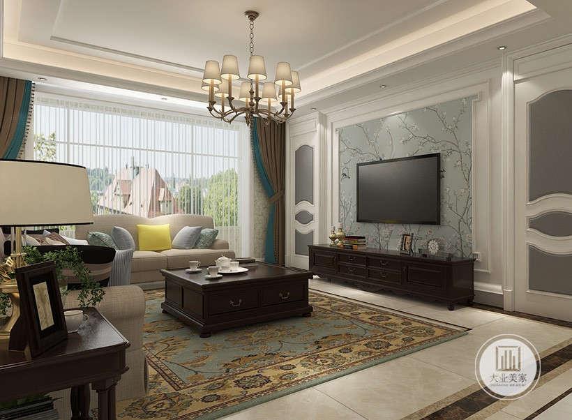 客厅影视墙采用浅蓝色花草壁纸,电视柜采用黑檀木材料,两侧采用隐形门的设计。