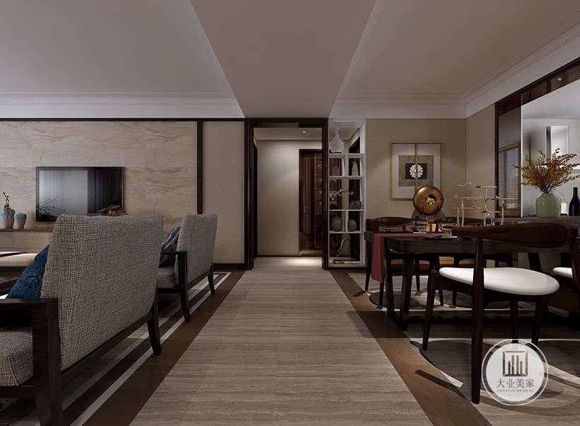 经典摇摆挂钟,提升家居品味,玄关采用与客厅一致实木地板,脚感舒适,延续客厅风格。