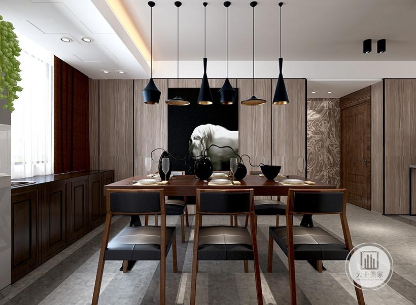 餐椅与餐桌同款的材质,在艺术处理中具有新奇的生命力,文化墙与橱柜不同的质感,多元化构成弹性空间,香港的精巧也得以显现。