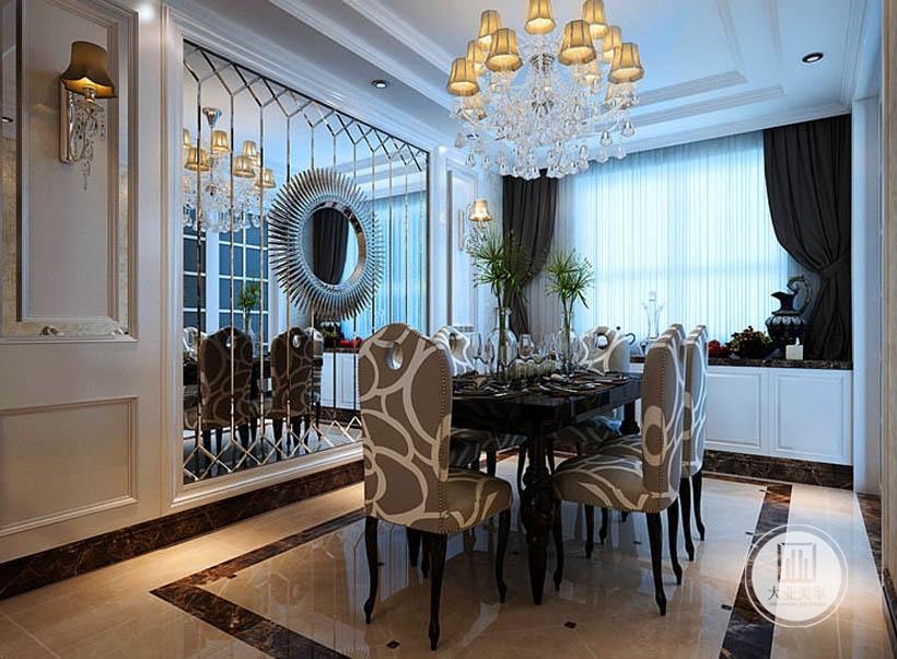 花纹软包餐椅具有奢华感,又具有清新浪漫的韵味,居室中金色成为家居空间的辅助色彩,白色和黄色则占据了空间大部分面积。