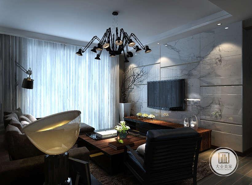 淡蓝色帷幔搭配深色遮光窗帘,打造明亮或者温馨的室内环境,整个客厅没有过多的装饰,表达了设计师删繁求简的设计心理。
