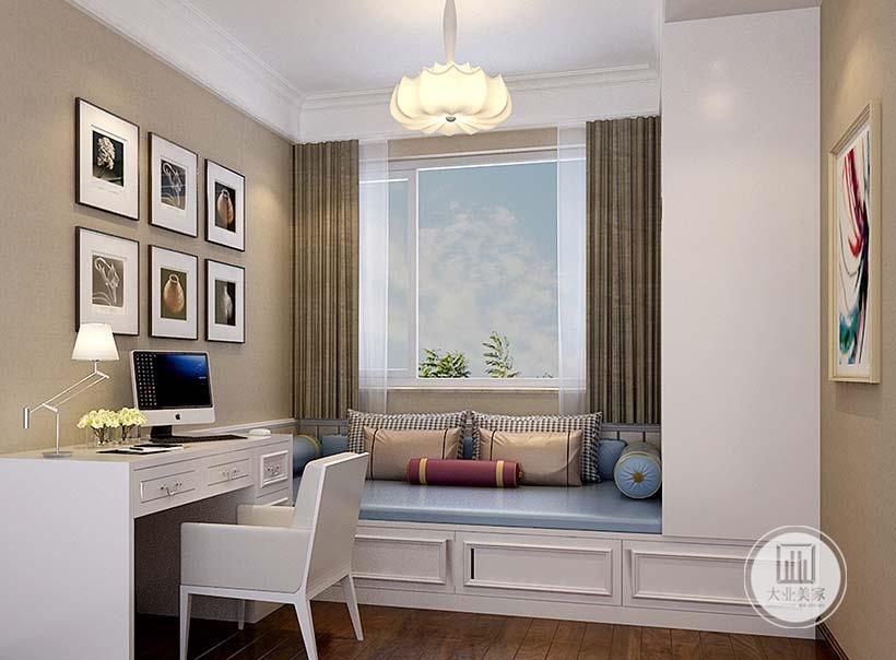 书房采用白色榻榻米,墙面整体采用浅色壁纸,书桌采用白色的实木书桌。