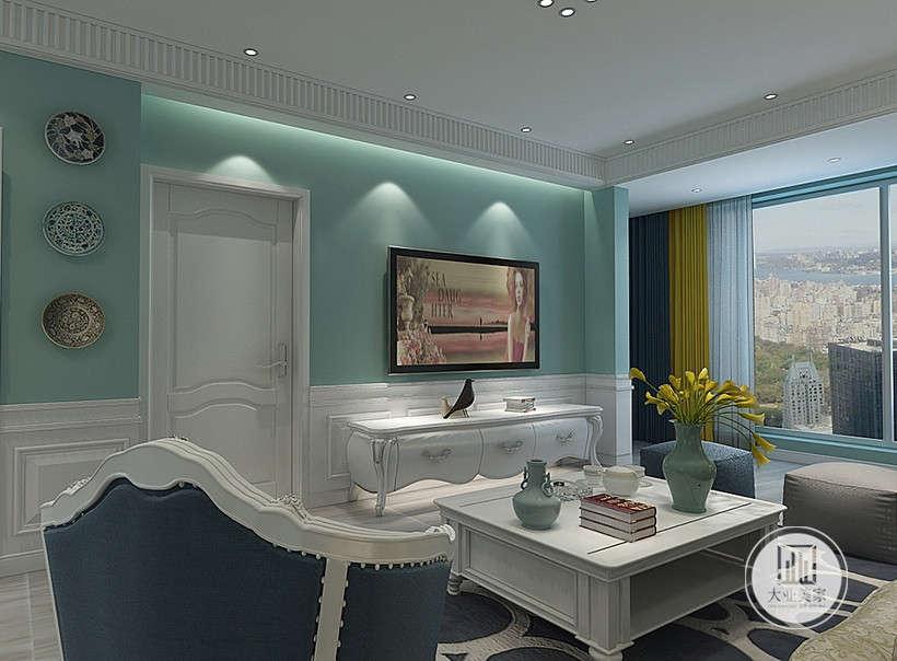 客厅影视墙采用浅绿色漆,电视柜采用白色实木。