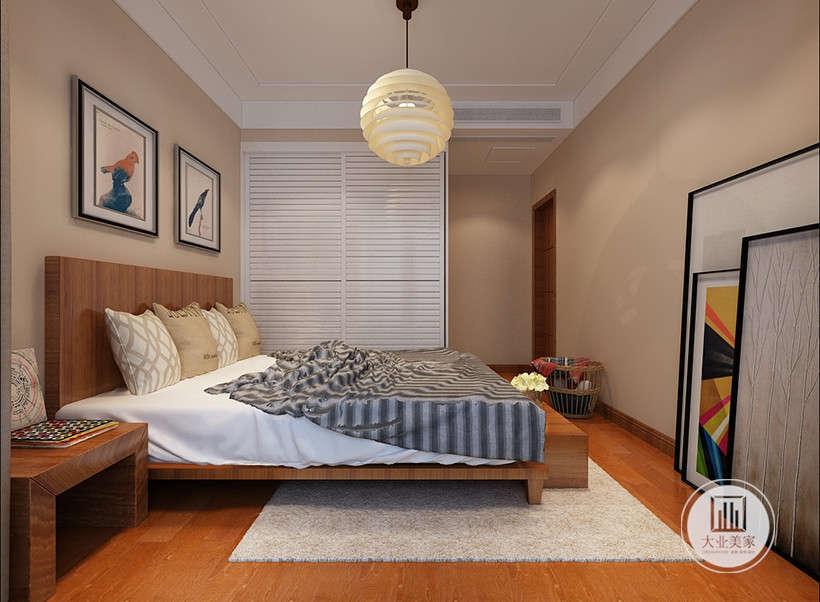 简单的球型吊灯,光线柔和,房间墙壁保持原有的纯色,舍去繁杂装饰的居室,简单自然,让人心情舒畅。