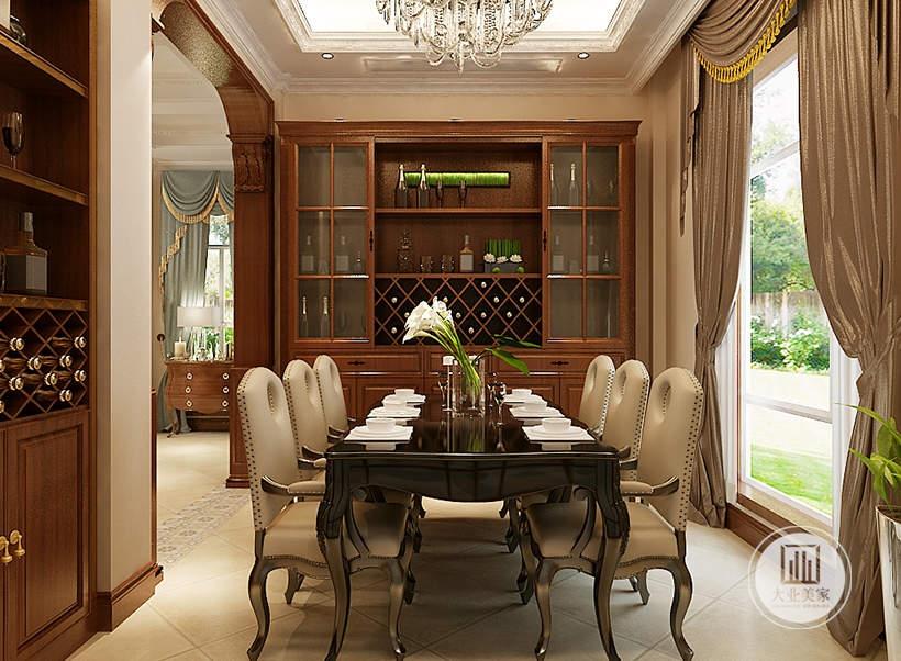 餐厅餐桌餐椅采用黑檀木材料,正对餐桌的一侧放置红木材料。