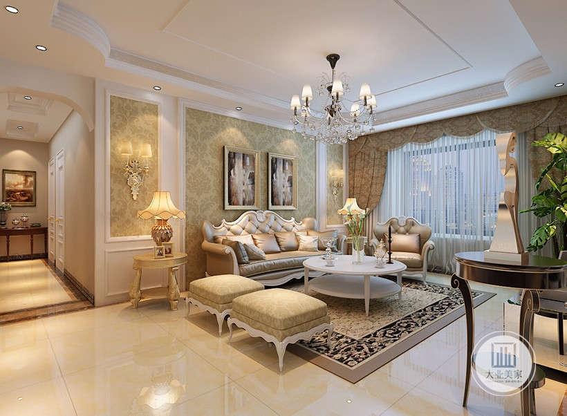 居室使用大量石材、墙纸等新型材料作为辅材,造型优美的水晶吊灯,软质沙发布艺,也是现代风格家具的常见装饰手法,能给人带来前卫、不受拘束的感觉。