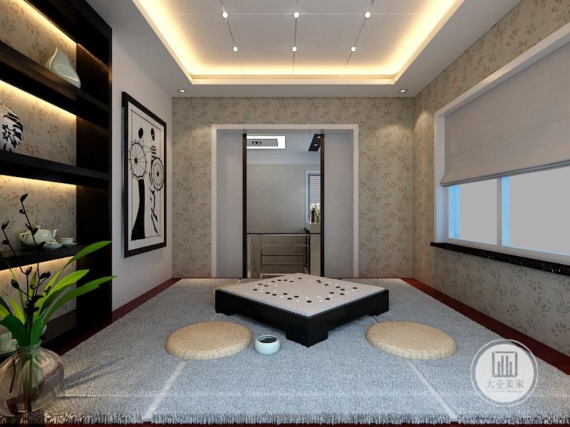 居室注重品味,坐垫,棋盘造型方桌,简约的装修抛弃了过多的繁杂装饰,采用的是简约环保设计,让家更舒适,更自由。