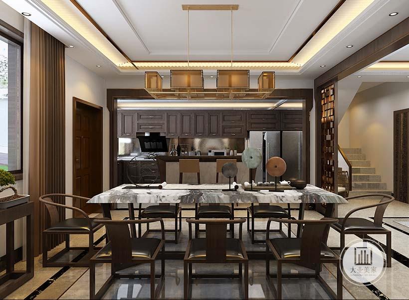 餐厅正对厨房,从这里可以看到厨房的部分布局装饰。