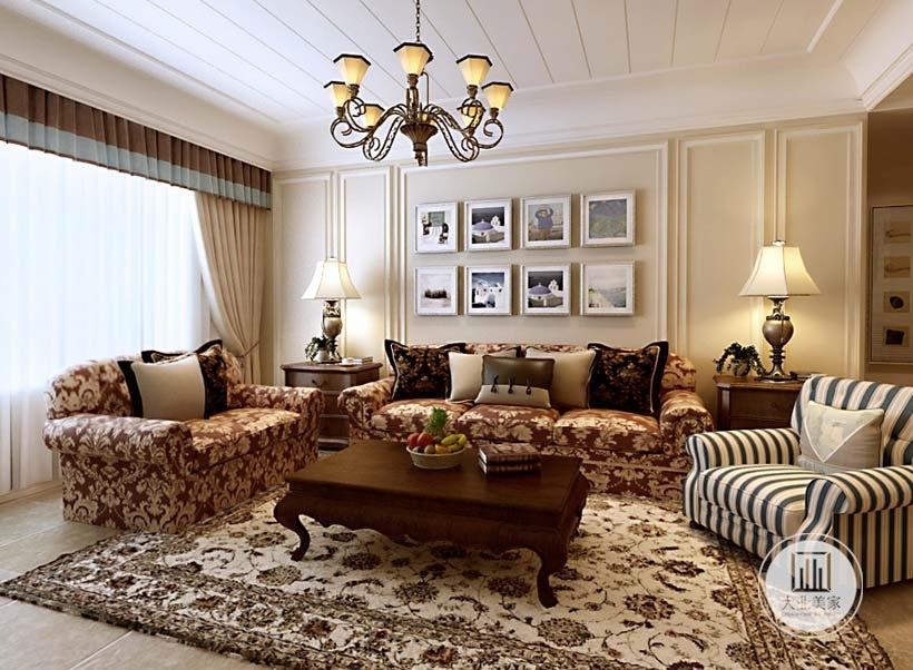 客厅沙发墙采用浅黄色涂料,搭配白色石膏线,墙面采用整齐的六幅装饰画,沙发茶几采用红木材料,其中两个沙发采用红色花纹,搭配黑白色斑纹。