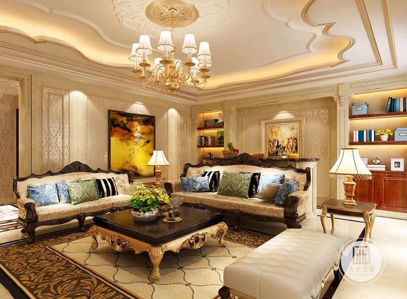 精美的家居造型极其讲究,室内所有摆设、油画、经典造型家具都经过设计师精心挑选的,营造出一种华丽、高贵、温馨的感觉。