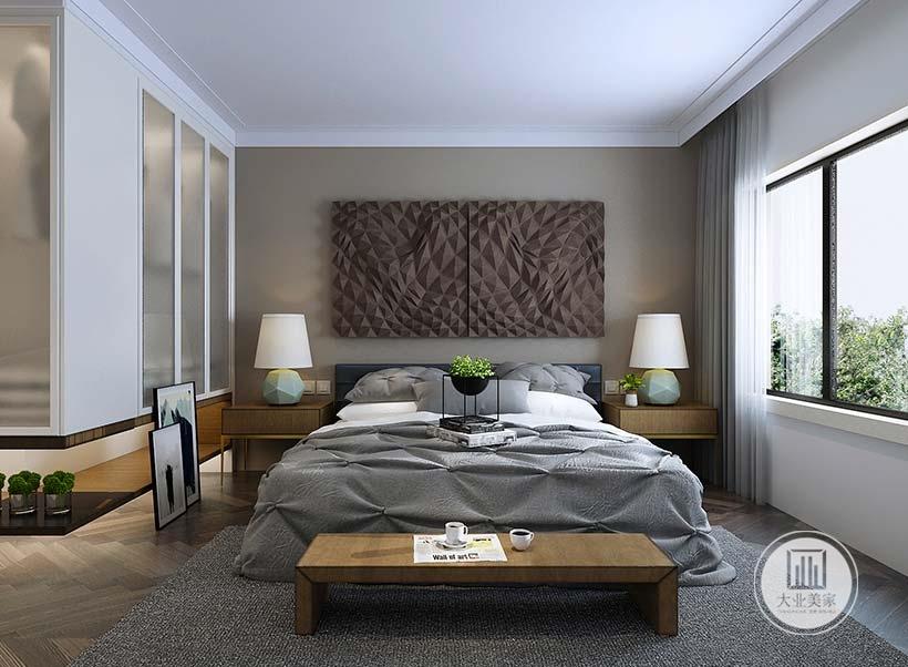 卧室床头背景墙采用深棕色壁纸,墙面悬挂不规则凸起装饰物,床的两侧采用实木床头柜,一侧的橱柜采用隔板的设计。