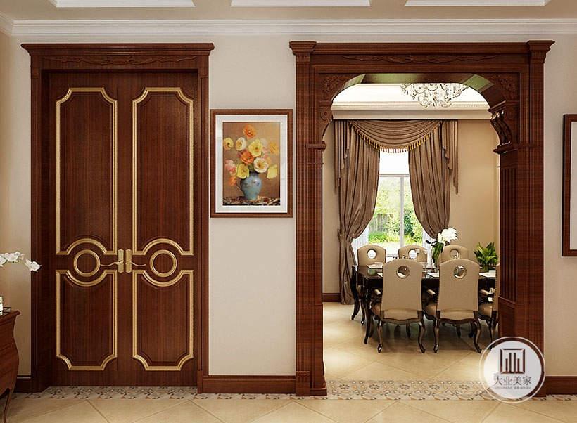 餐厅外侧采用红木欧式门框,一侧采用静物画。