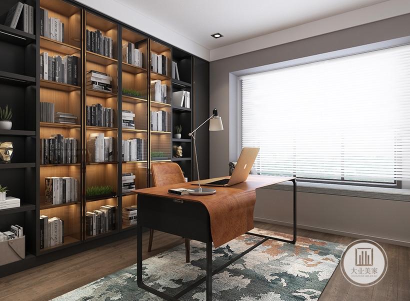 书房采用黑色金属框书桌,靠窗户的墙面铺贴灰色壁纸,书柜采用黑色实木框架。