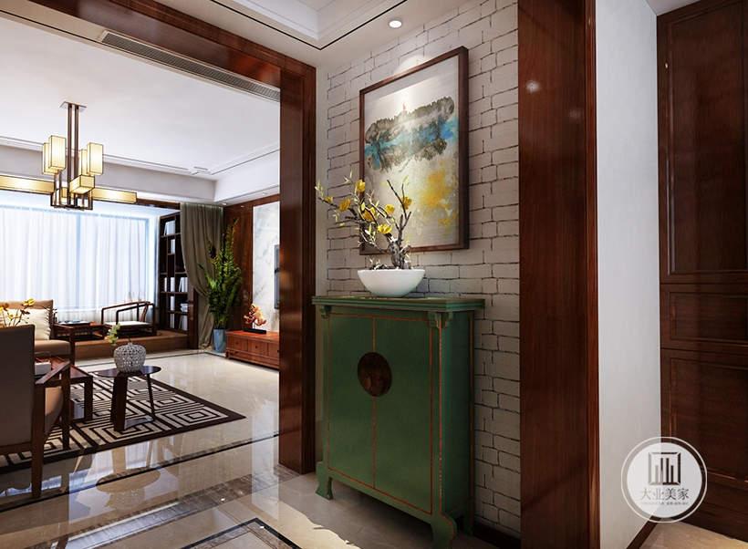 入户玄关采用翡翠绿色的橱柜,墙面采用中式装饰画。