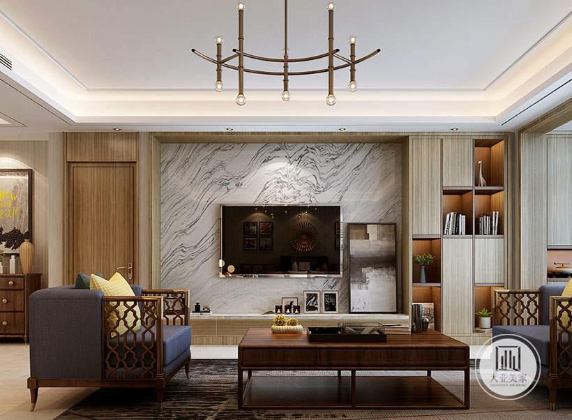 客厅影视墙采用大理石材料,电视下面采用实木材料做的抽屉,一侧是浅色实木收纳柜。