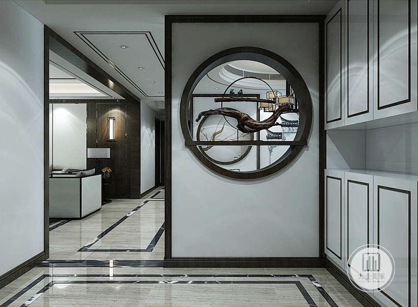 墙面黑色线条装饰,简约大气,圆形装饰,亭台楼阁,蜿蜒春枝,设计师的精雕细琢,采用因景互借原理,将古风外景巧妙的融入室内。