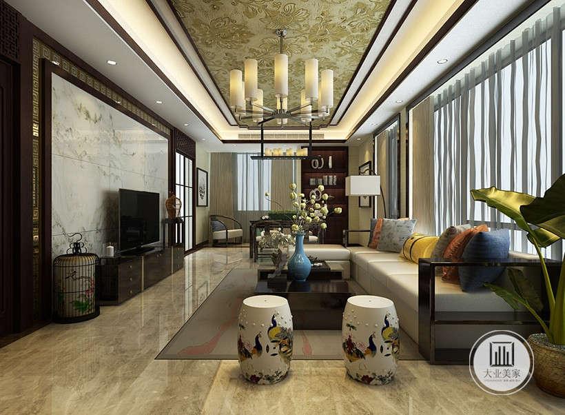 精致圆弧形座椅,表面绘制传统东方经典图案,黄褐色大理石地面,前卫时尚,本案极致展示了柔美古典与时尚装饰的经典结合。