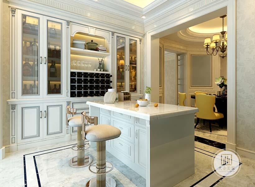 厨房中岛以白色大理石为主,一侧墙面采用做成红酒展示柜同时增加收纳功能。