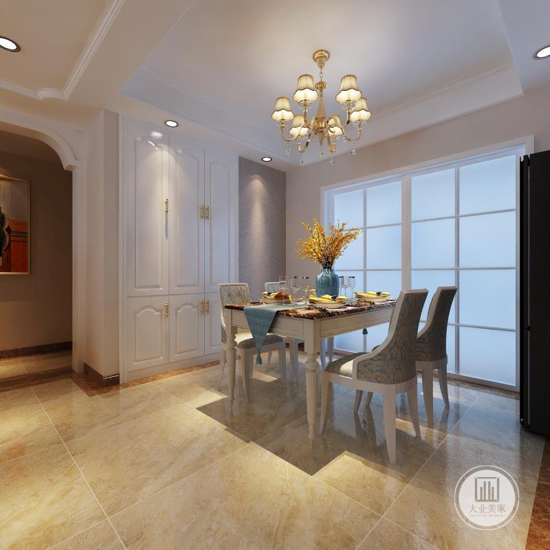 餐厅的餐桌餐椅采用白色实木材料,一侧的墙面做嵌入式橱柜。